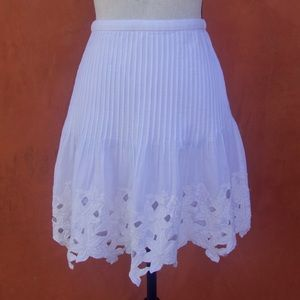 J Crew white floral detail pleated skirt size 00